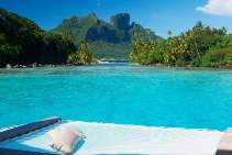 Vew-from-Royal-Pool-Overwater-Villa